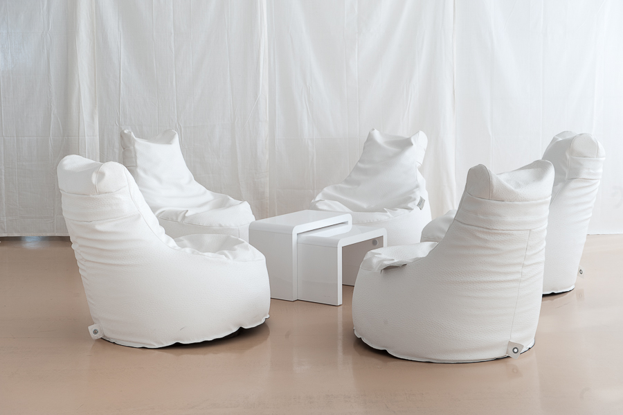 Poltrone bianche da esterno affitto mobilia e decorazione - Poltrone in vimini da esterno ...