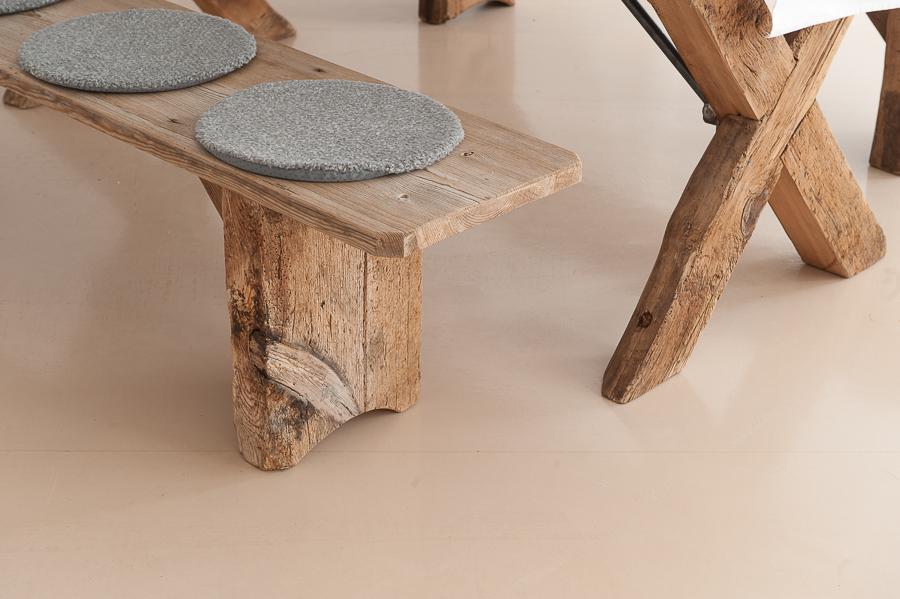Panche e tavolo legno antico massiccio - Affitto mobilia e decorazione